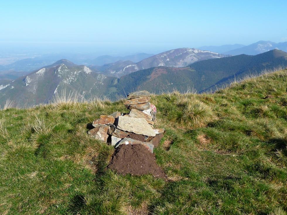 modeste-cairn-sommet-montaut-a-l-entree-vallee-aure-signal-bassia-montaut