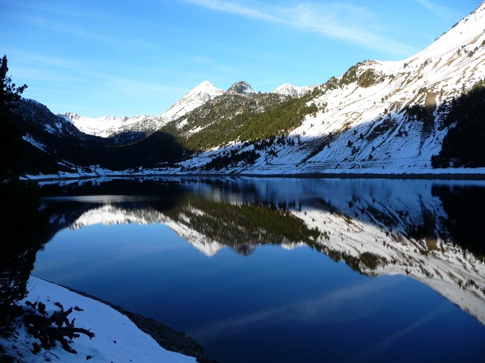 lac-oule-totalement-depourvu-de-glace-longue-randonnee-estibere-oule-en-raquettes