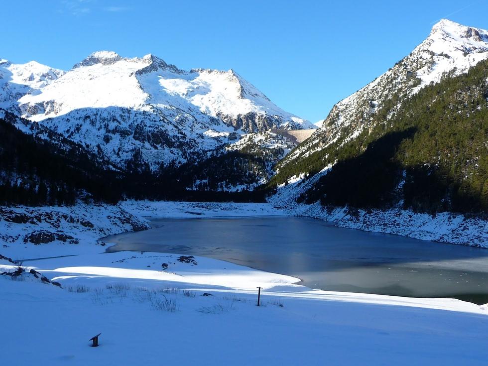 lac-oredon-commence-a-geler-longue-randonnee-oredon-aumar-en-raquettes