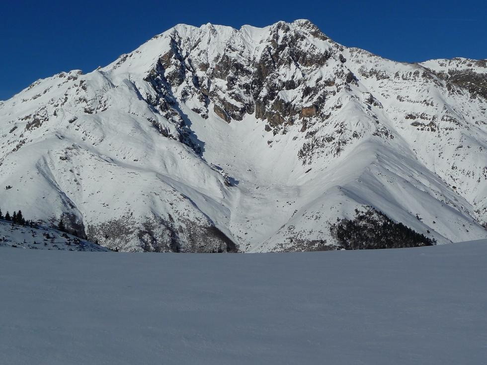 arbizon-versant-sud-depuis-col-nobis-en-vallee-aure-neige-rendez-vous-faire-raquette