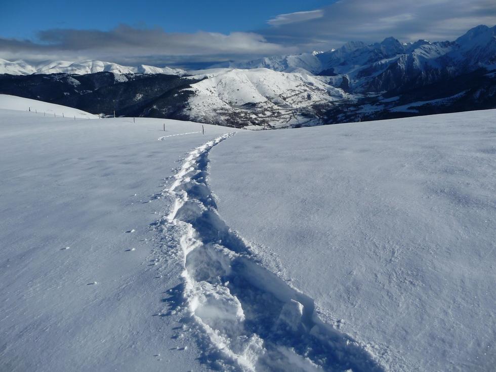 neige-porte-pas-raquettes-aident-beaucoup-en-vallee-aure-neige-rendez-vous-faire-raquette