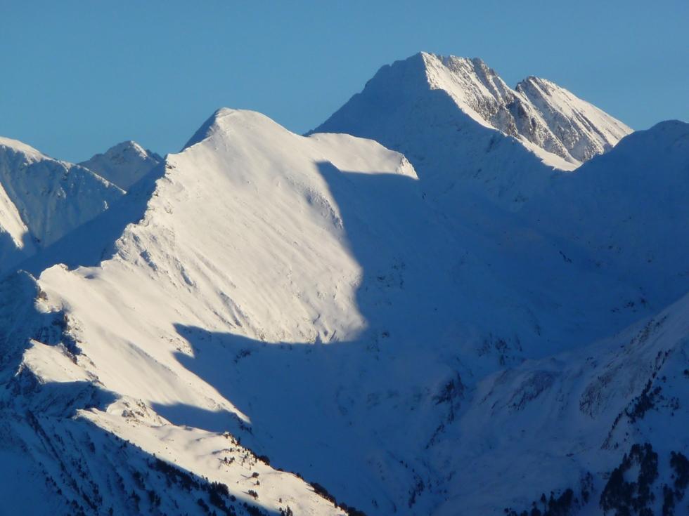 lustou-en-haut-bien-sur-en-vallee-aure-neige-rendez-vous-faire-raquette