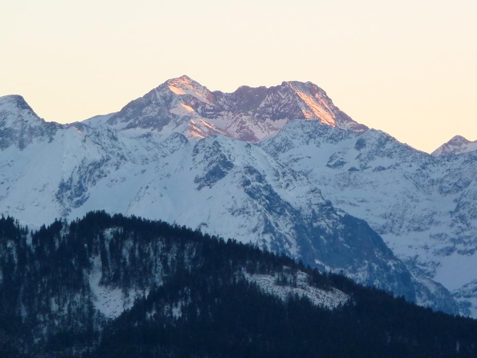 massif-posets-au-dessus-ardengost-loin-de-la-foule-premier-janvier-fin-apres-midi