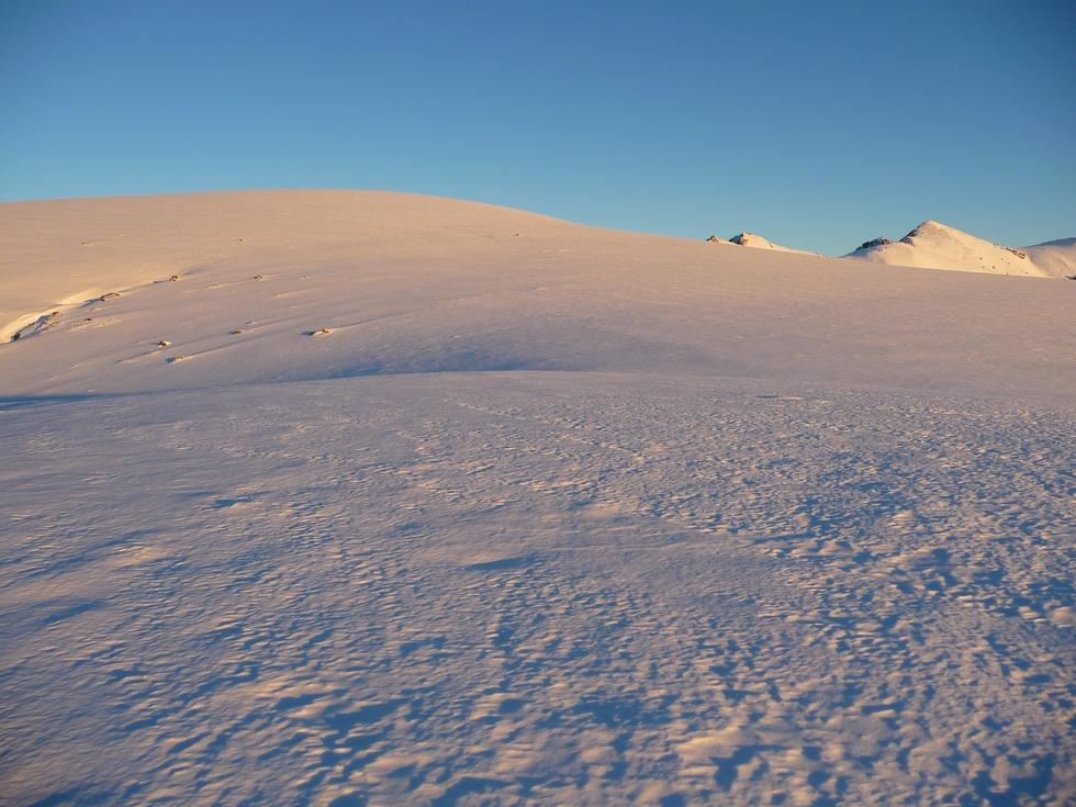 belles-etendues-neige-au-dessus-ardengost-loin-de-la-foule-premier-janvier-fin-apres-midi