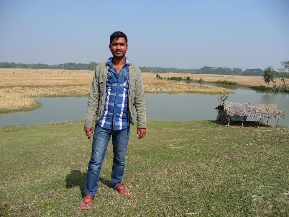 rubel-sur-tertre-singulier-assez-proche-village-bangladesh-second-travel-1
