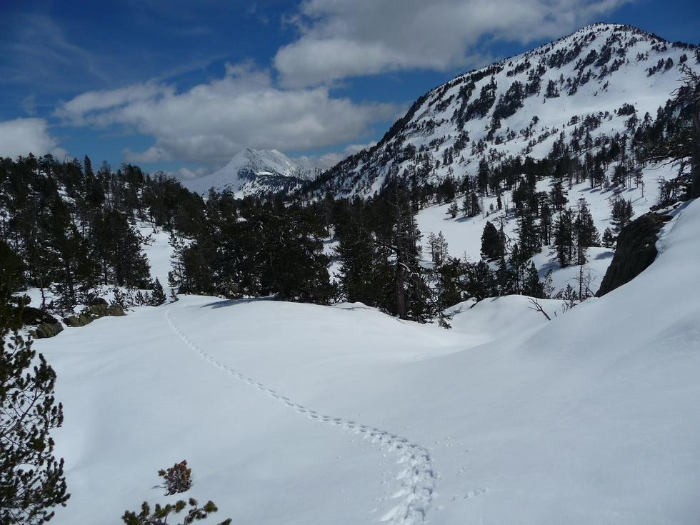 un-peu-amont-lac-anglade-raquette-printemps-vallon-estibere