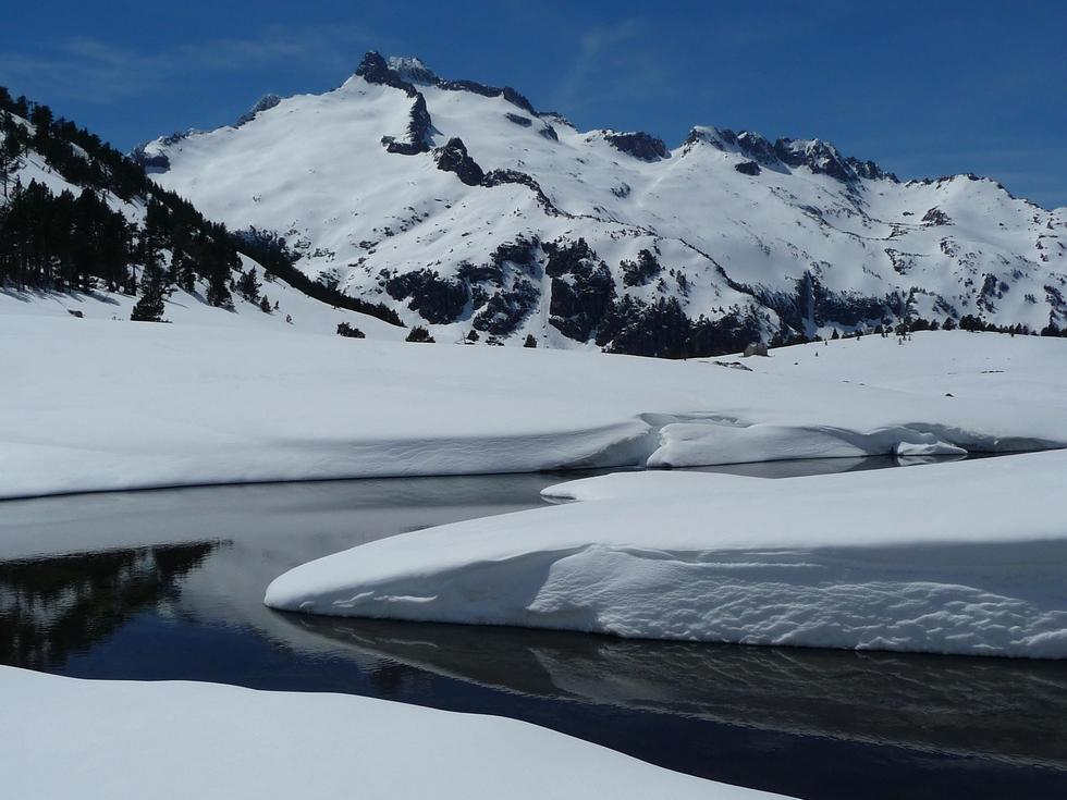 lac-aumar-pic-neouvielle-raquette-printemps-vallon-estibere