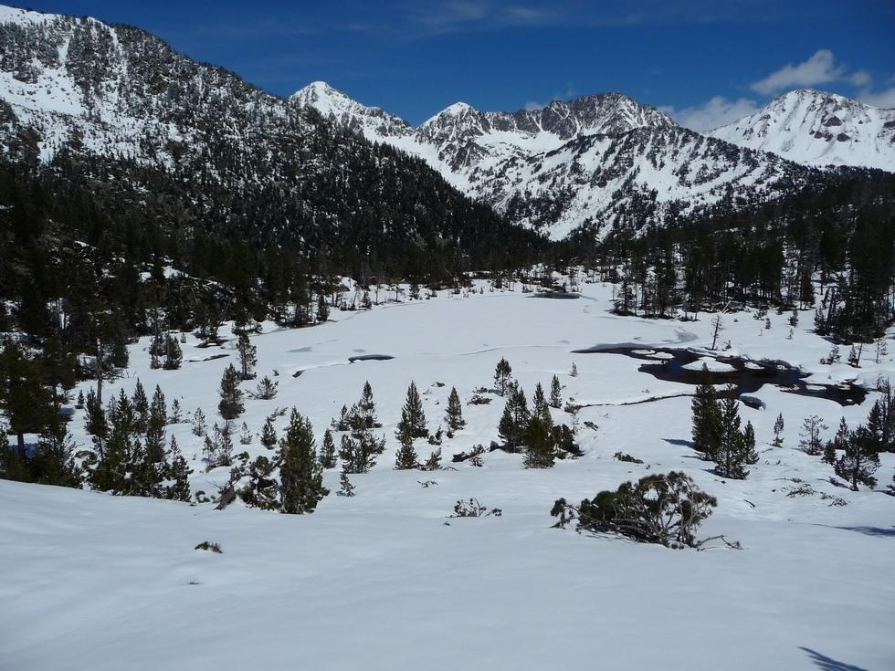 lac-cascaret-raquette-printemps-vallon-estibere