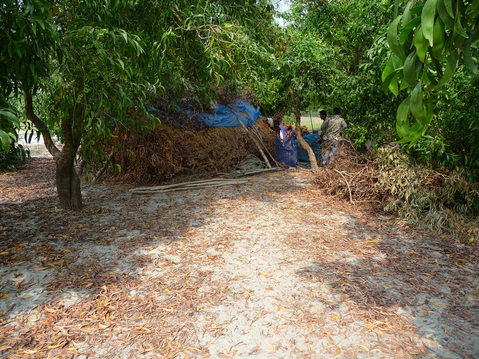 nous-nous-approchons-de-huttes-pecheurs-bangladesh-second-travel-3