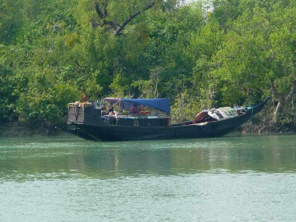 bateau-de-pecheurs-au-repos-bangladesh-second-travel-3