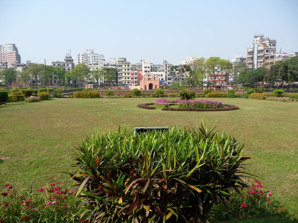 jardins-du-fort-sont-fleuris-et-bien-entretenus-bangladesh-second-travel-4