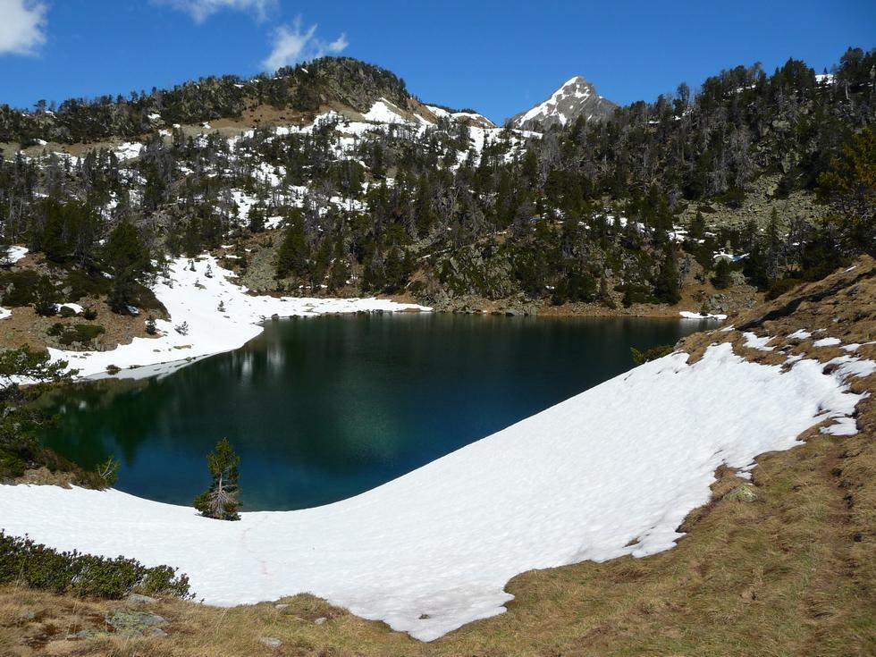 lac-inferieur-totalement-degele-dernieres-neiges-en-raquettes-lacs-bastan