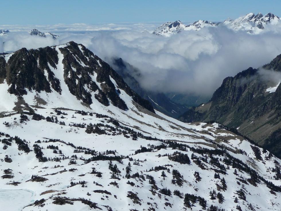 vue-vers-tournaboup-depuis-sommet-pic-gourguet-en-raquettes-au-clot-d-aygues-cluses
