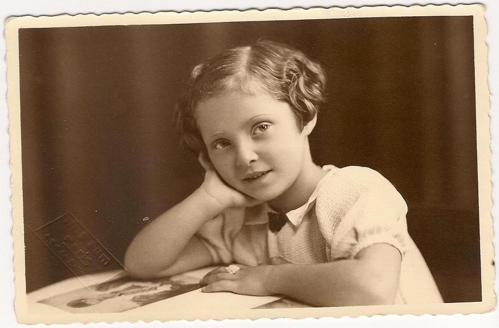 jacqueline-osman-age-de-5-ans-stele-saint-laurent-de-neste