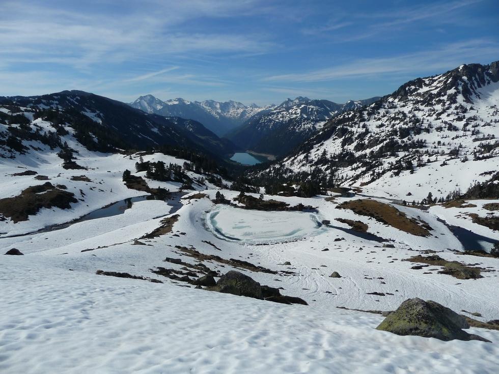 vue-en-aval-vers-lac-oule-au-lac-port-bielh-canards-sauvages-raquettes-et-canicule