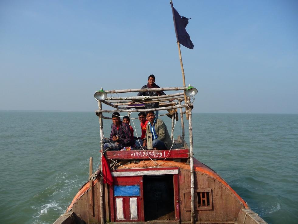 nous-filons-a-bonne-allure-sous-pavillon-noir-bangladesh-second-travel-5