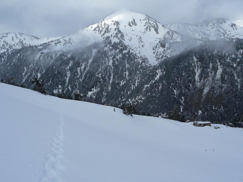 monpelat-versant-nord-est-vu-fin-mai-2013-depuis-vallon-bastan-grosse-avalanche-cet-hiver-au-monpelat-2
