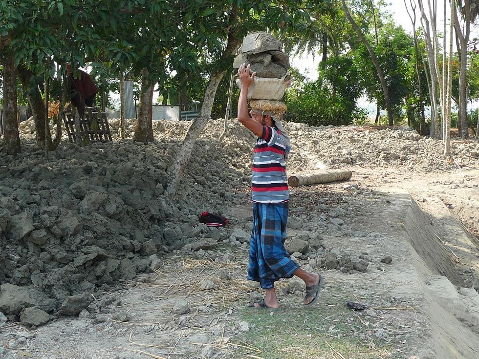 saluddin-va-verser-blocs-terre-a-endroit-determine-bangladesh-second-travel-10