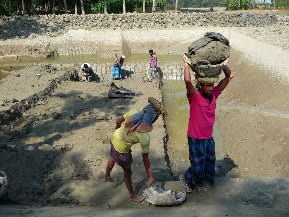 saydul-recupere-panier-vide-du-voyage-precedent-bangladesh-second-travel-10