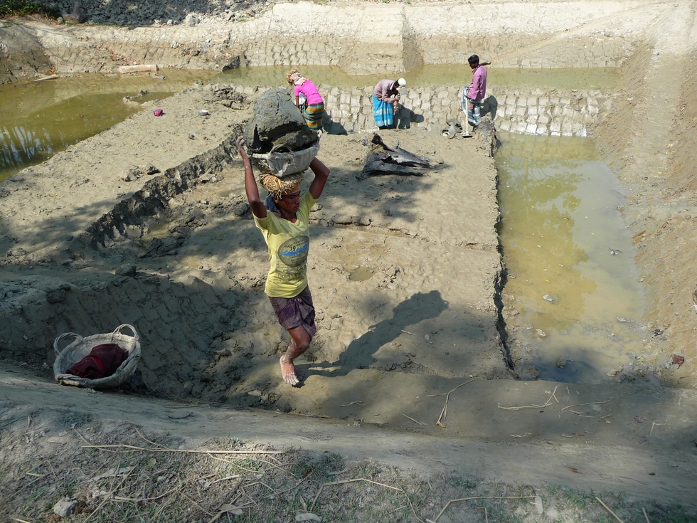 la-navette-laborieuse-se-poursuitdes-des-heures-durant-bangladesh-second-travel-10