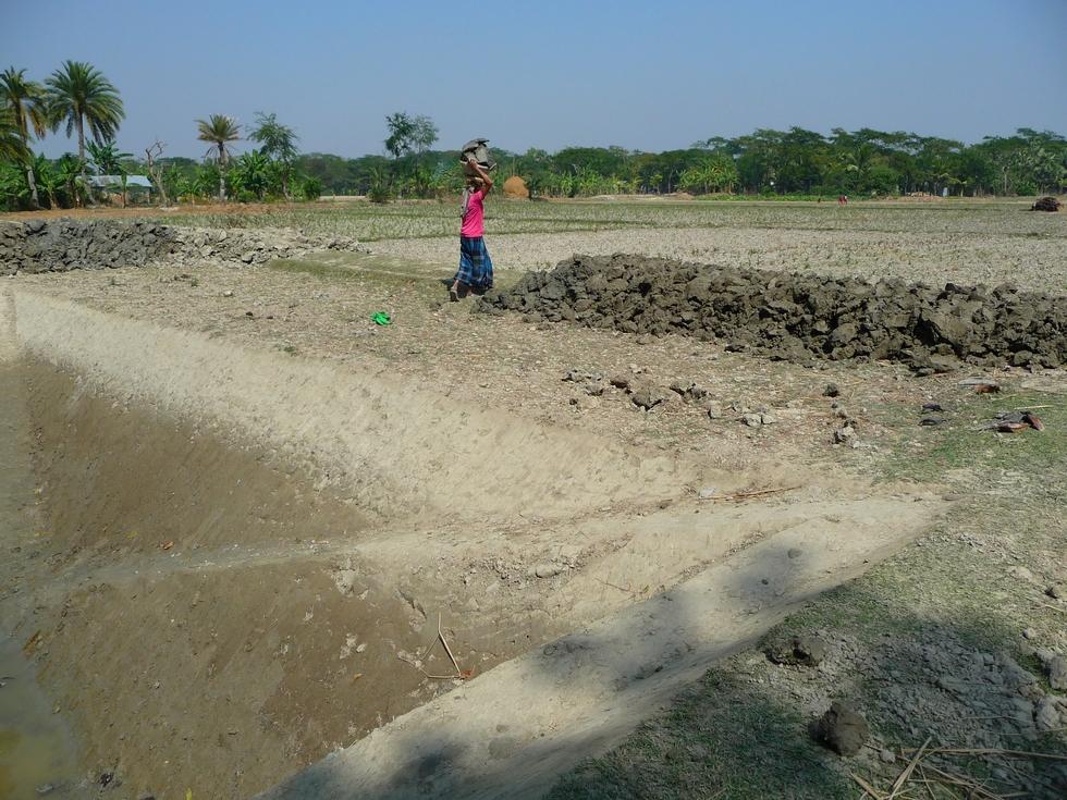 construction-talus-qui-delimite-parcelle-bangladesh-second-travel-10