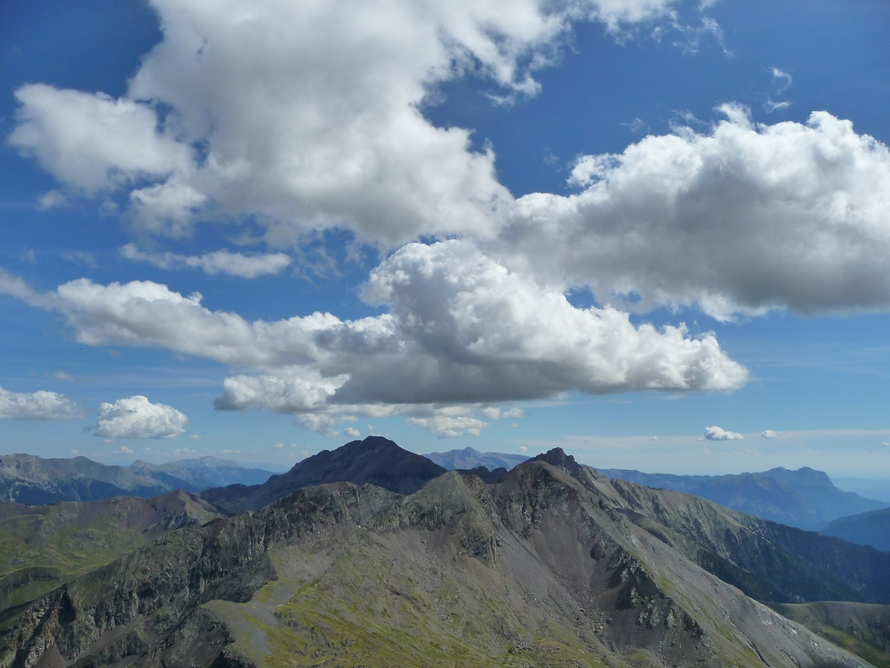 vue-vers-sud-depuis-sommet-moudang-pic-arriouère-gorgs-tringoniero