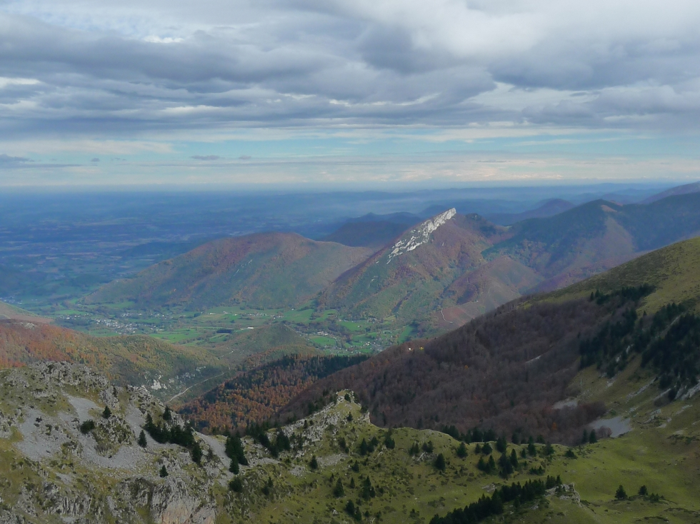 entree-vallee-aure-on-reconnait-calcaire-blanc-pene-haute-entre-vent-et-nuages-mise-en-jambes-esthetique-au-signal-bassia