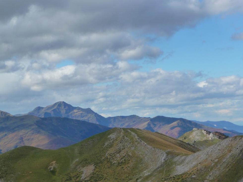 vers-montaigu-entre-vent-et-nuages-mise-en-jambes-esthetique-au-signal-bassia