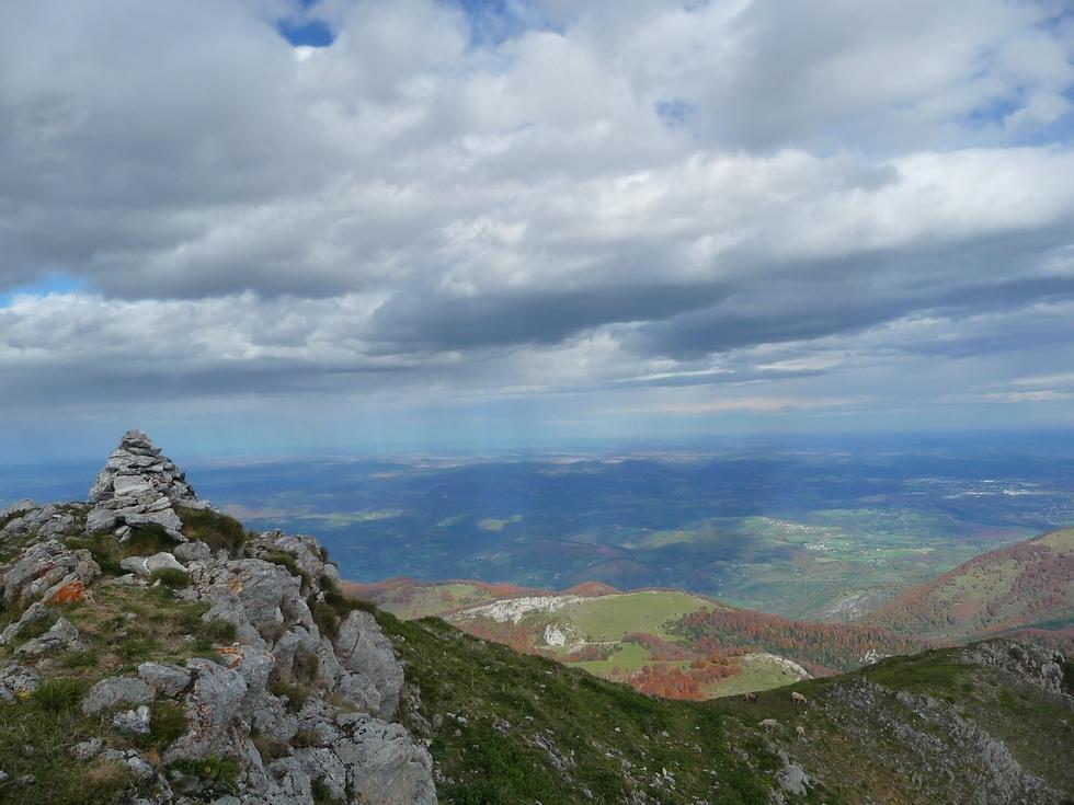 cairn-cap-castillon-entre-vent-et-nuages-mise-en-jambes-esthetique-au-signal-bassia