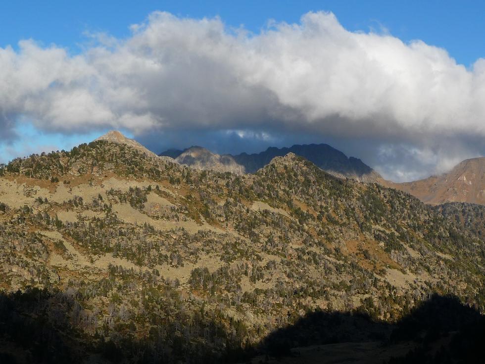 vers-16-h-30-ligne-crete-pic-quartier-au-loin-sommets-vallon-bastan-balade-novembre-neouvielle