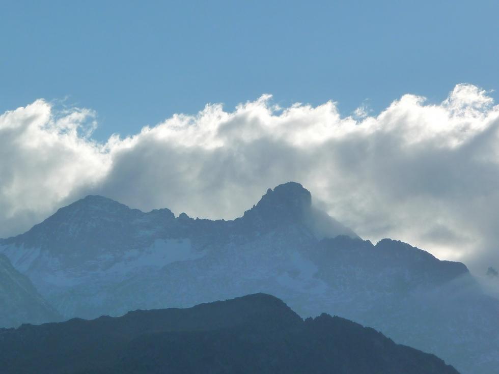zoom-sur-pic-long-deja-enneige-balade-novembre-neouvielle