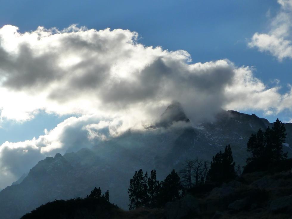 pic-neouvielle-se-cache-dans-nuage-balade-novembre-neouvielle