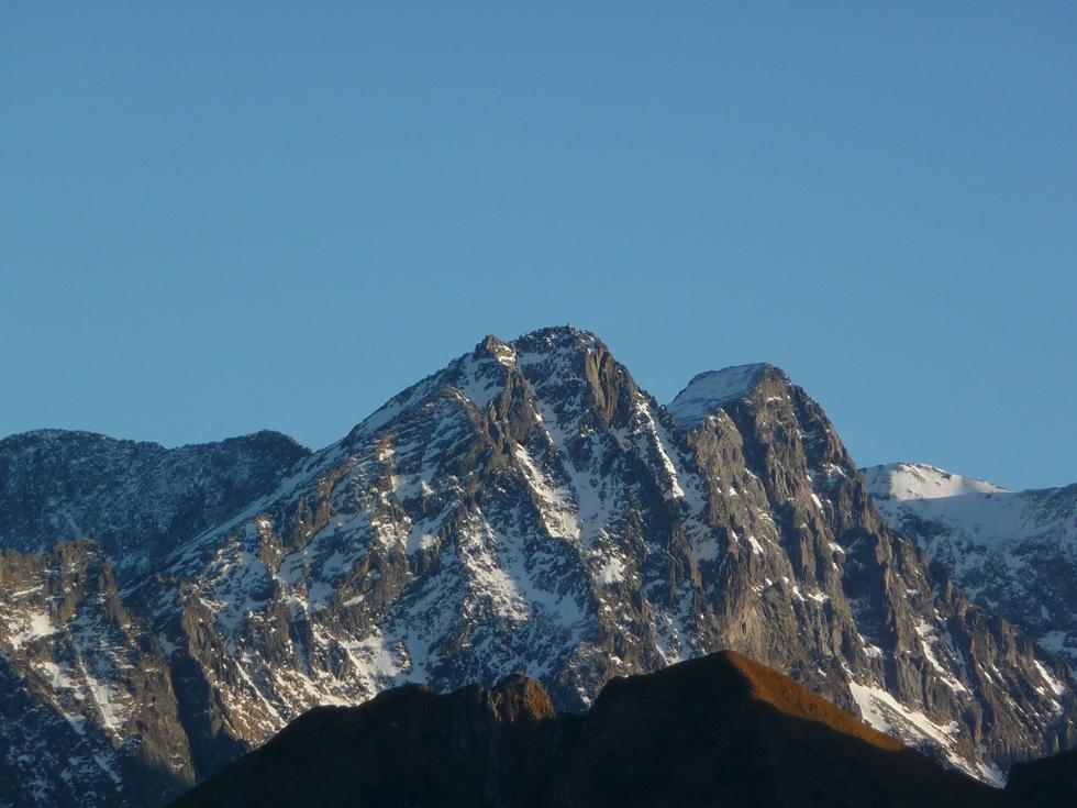 un-peu-neige-tapisse-plus-hautes-cimes-luchonnais-quayrat-et-lezat-ici-courte-viree-cap-de-pene-de-soulit