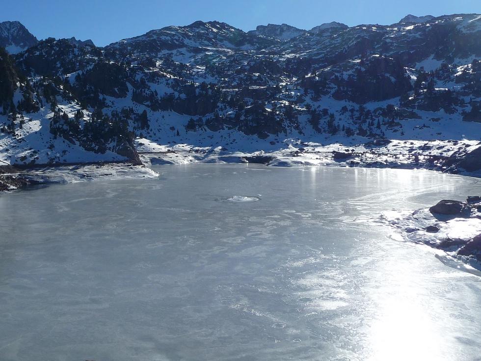 lac-majeur-colomers-une-patinoire-a-colomers-dans-encantats-une-tres-belle-neige-pour-faire-raquette
