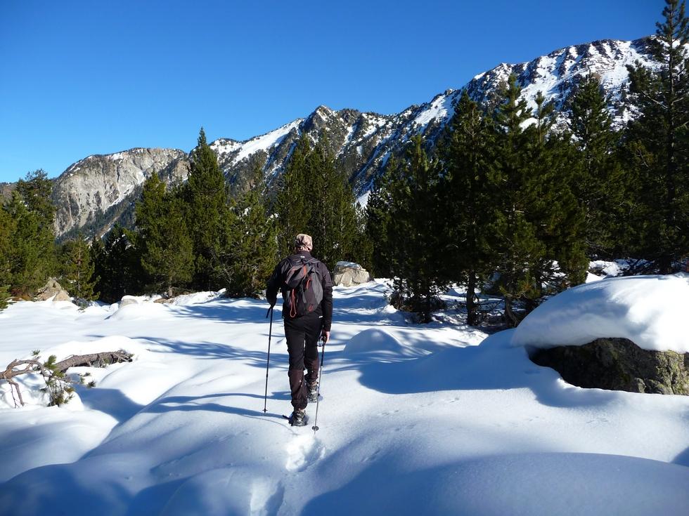 au-retour-regis-fait-la-trace-a-colomers-dans-encantats-une-tres-belle-neige-pour-faire-raquette