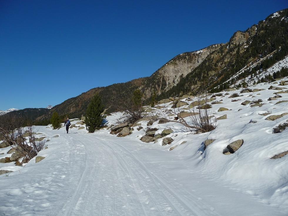 sur-piste-toujours-bien-enneigee-nous-pouvons-nous-passer-des-raquettes-a-colomers-dans-encantats-une-tres-belle-neige-pour-faire-raquette