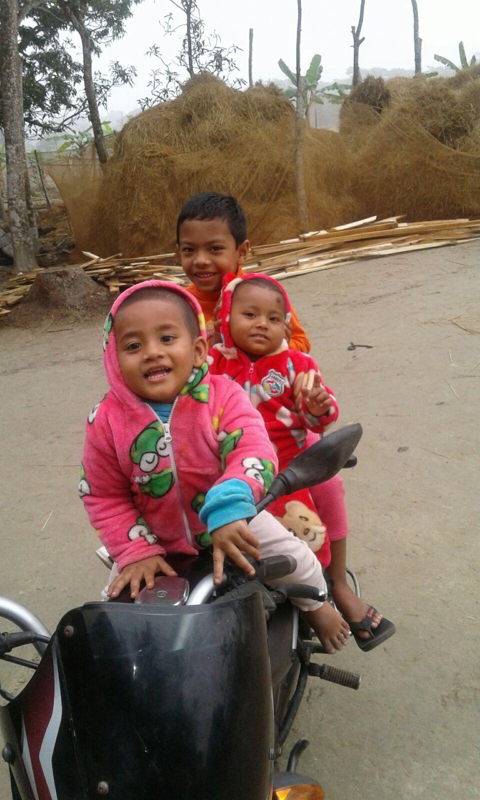 adnan-sa-cousine-tena-son-cousin-rifat-10-janvier-2016-bientot-mon-third-travel-chez-mes-amis-au-bangladesh