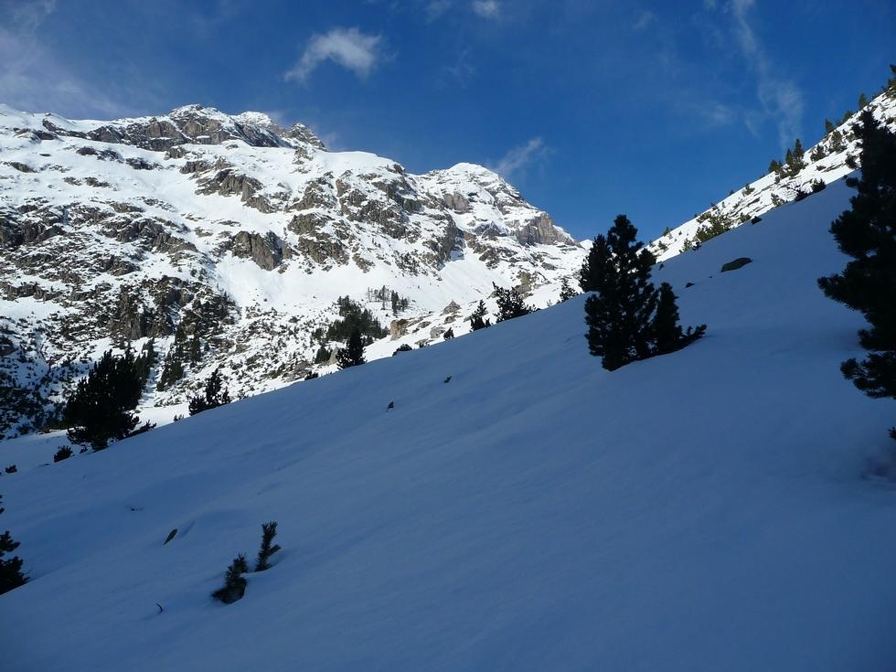 accroche-parfaite-dans-cette-neige-cirque-barrosa-temps-courte-viree