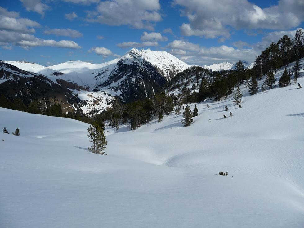 enfoui-sous-neige-le-gr-passe-par-la-mi-avril-au-monpelat-2