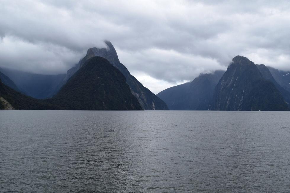 milford-sound-nouvelle-zelande-ile-du-sud-et-paysages-fantastiques