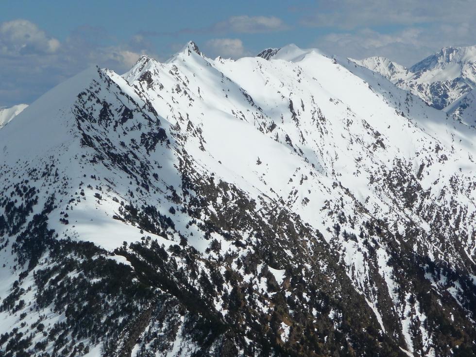 pentes-heche-barrade-chargees-de-neige-route-des-lacs-neouvielle