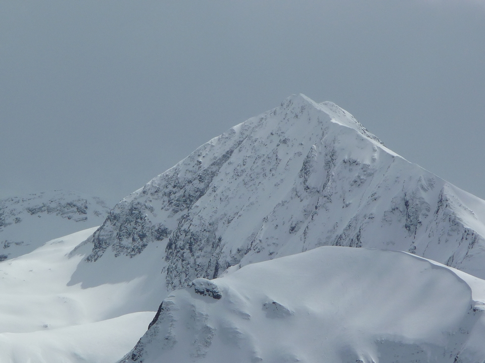 dernier-coup-d-oeil-hivernal-avant-descente-en-raquettes-sur-cap-de-la-pene-de-soulit