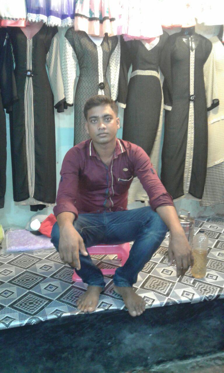 rubel-dans-son-magasin-news-recentes-amis-bangladesh
