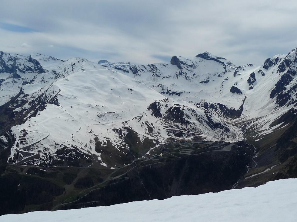 au-vu-enneigement-station-ski-piau-engaly-pourrait-encore-tres-bien-fonctionner-sur-crete-traoues