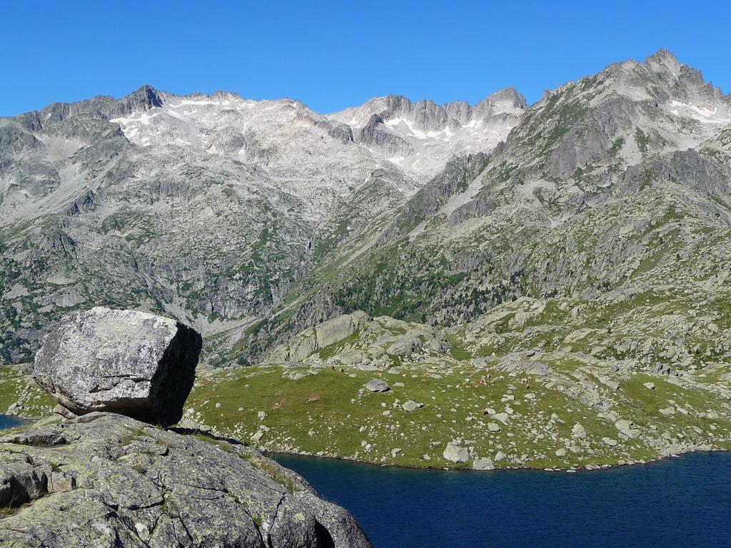 pas-tres-loin-refuge-ventosa-montagnes-pyrenees