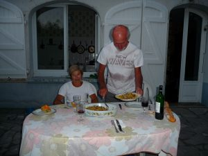 a-heure-estivale-de-table-pour-deguster-padenach-chez-robert-et-henriette-lac-barbazan-et-ses-mysteres-1