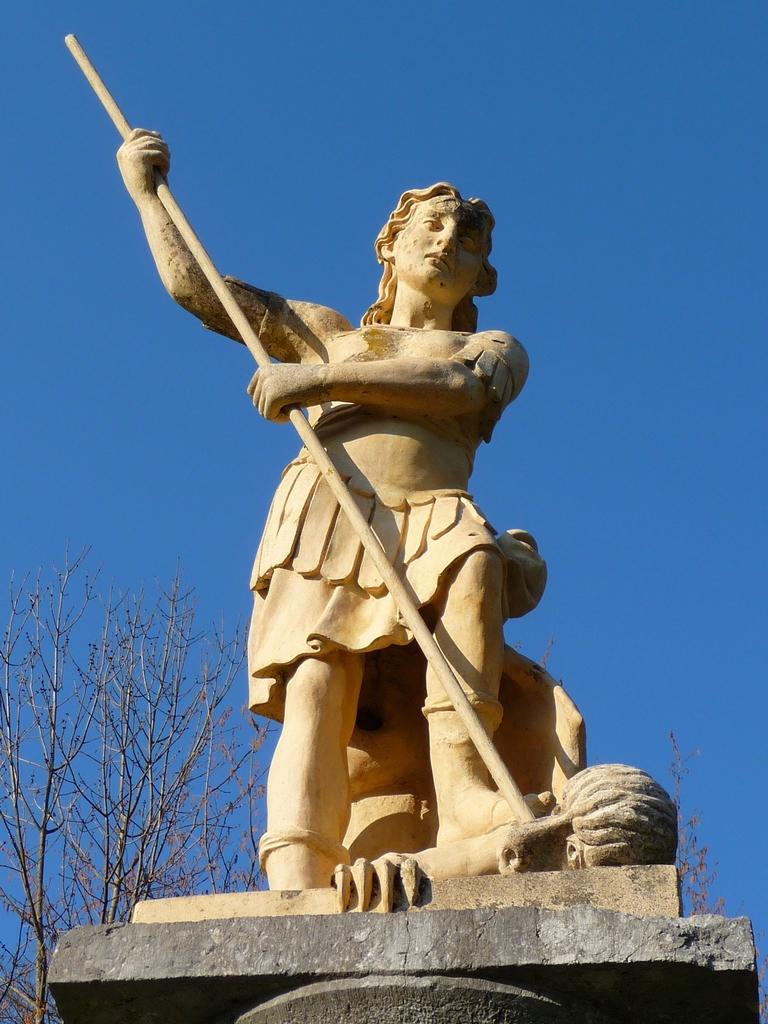 statue-archange-saint-michel-barbazan-lac-barbazan-et-ses-mysteres-4