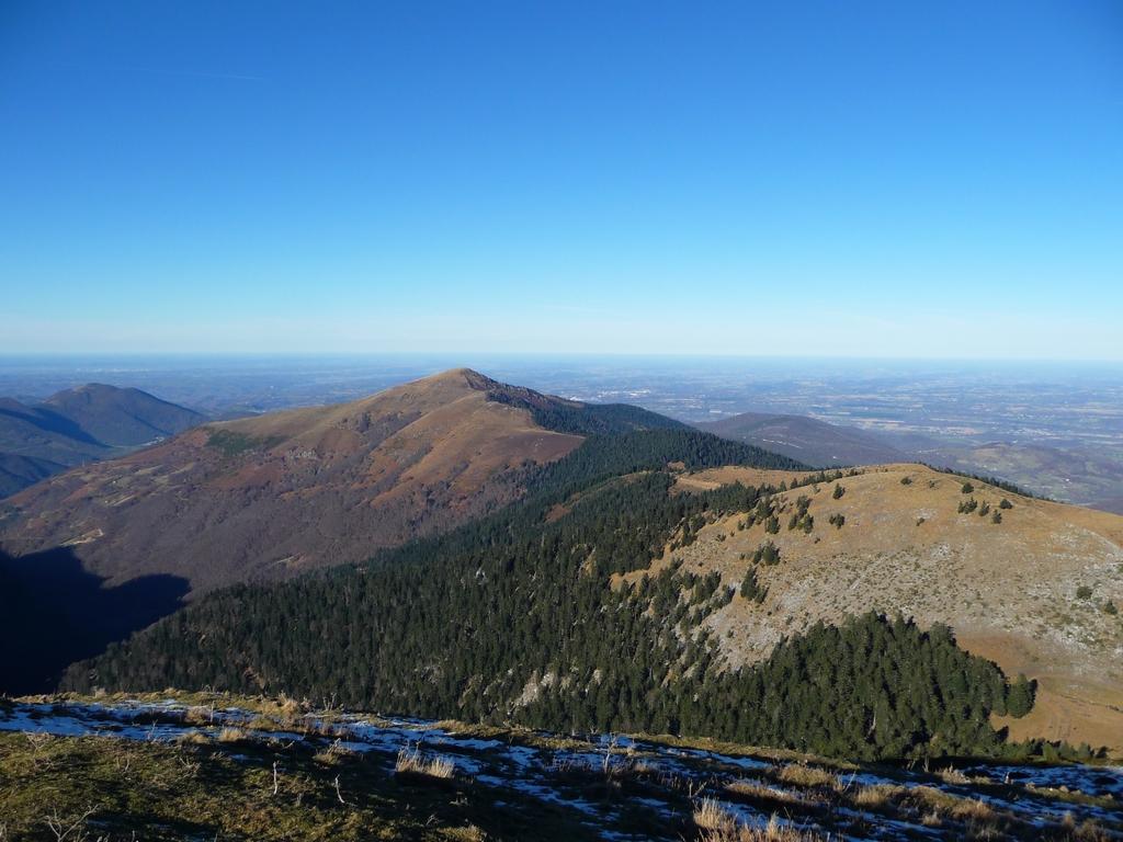 montaut-et-horizon-bleu-de-plaine-mi-decembre-au-cap-nestes