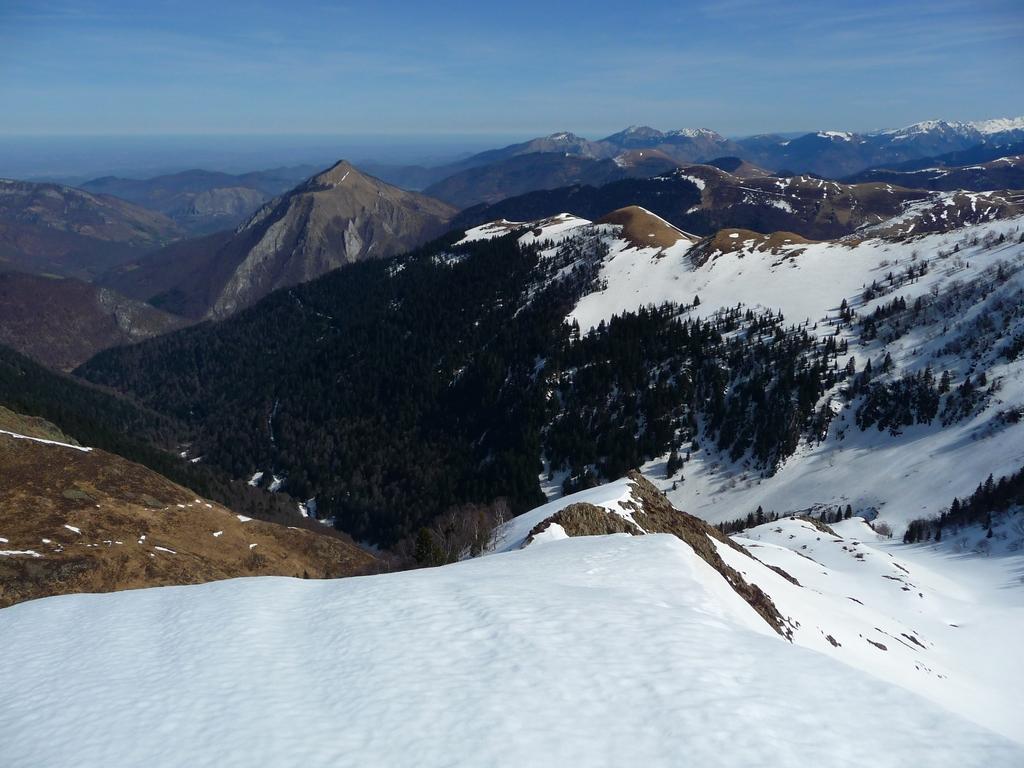 vallee-barousse-au-depart-village-bareilles-sommet-pebere