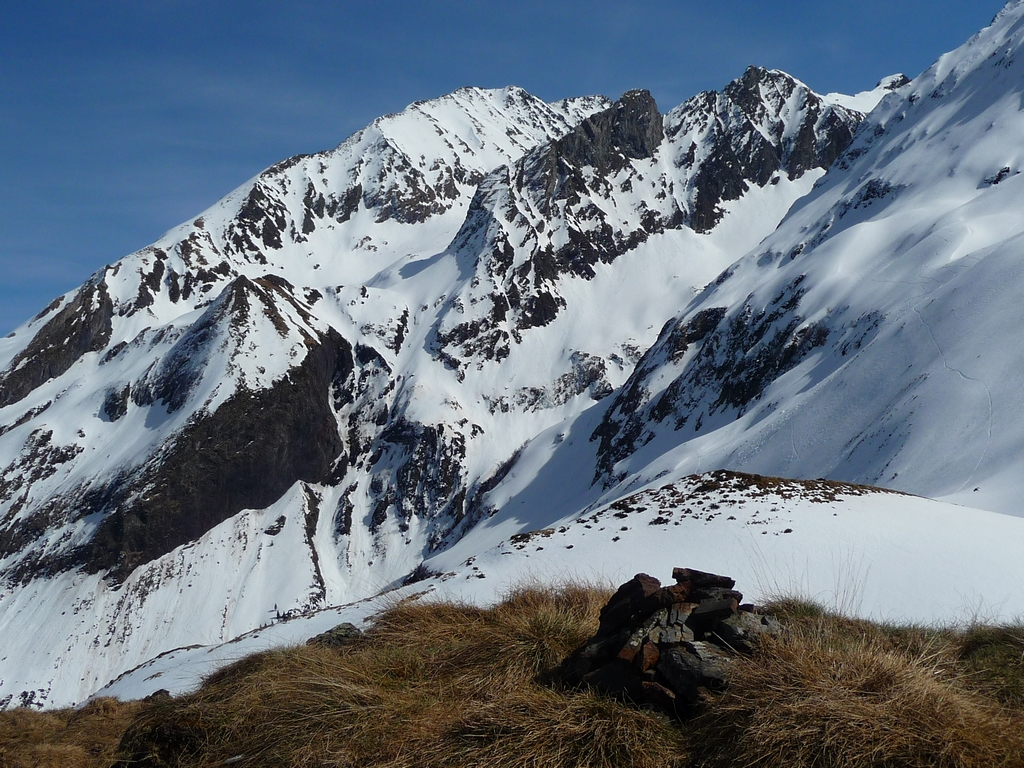 cairn-dans-pyrenees-in-memoriam-julfakkar-et-sultana-in-memoriam-julfakkar-et-sultana